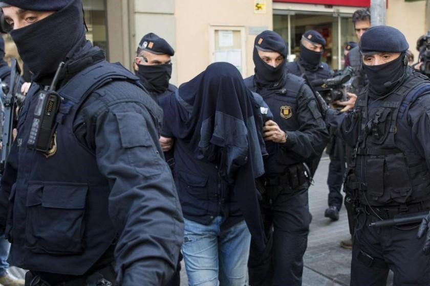 BARCELONA POLICE APPREHENDING TERRORISTS