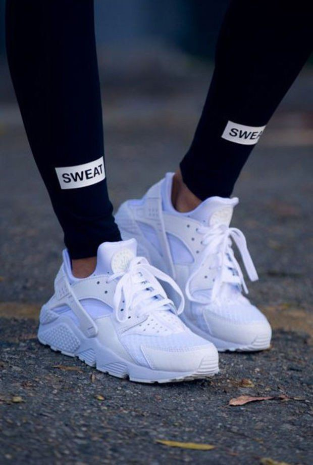 WHITE SNEAKERS WITH BLACK LEGGINGS