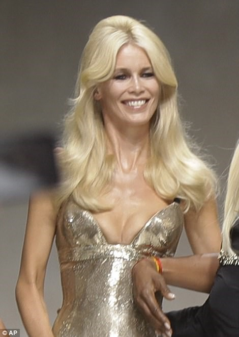 CLAUDIA SCHIFFER AT THE VERSACE SHOW IN 2017