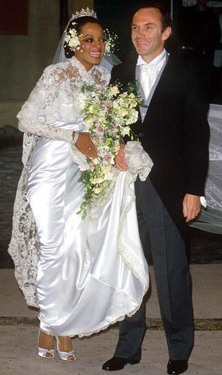 DIANA ROSS MARRIES ARNE NAESS IN HER PRICESS DRESS