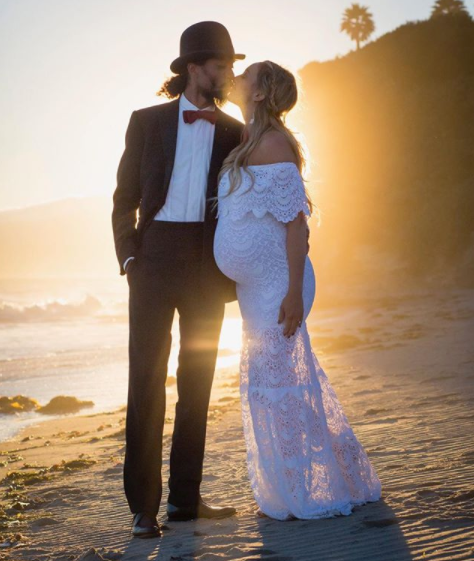 DIANA ROSS & ROSS NAESS &PREGNANT KIMBERLY RYAN, HIS WIFE IN A SUNSET PHOTO.jpg