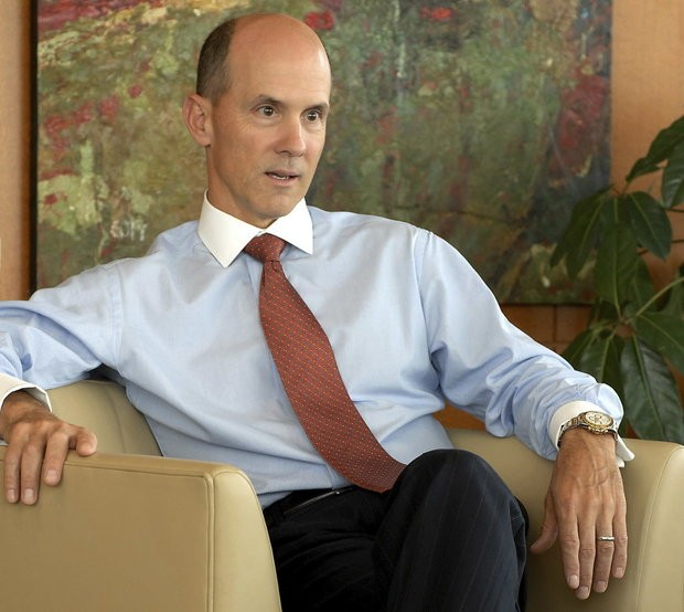 EQUIFAX CEO RICHARD SMITH STEPS DOWN