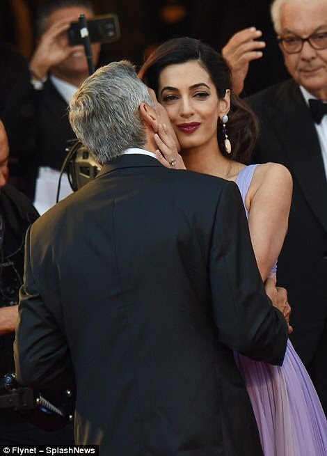 GEORGE & AMAL KISSING