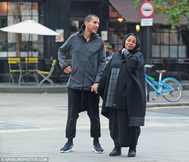 JANET & WISSAM , VERY PREGNANT