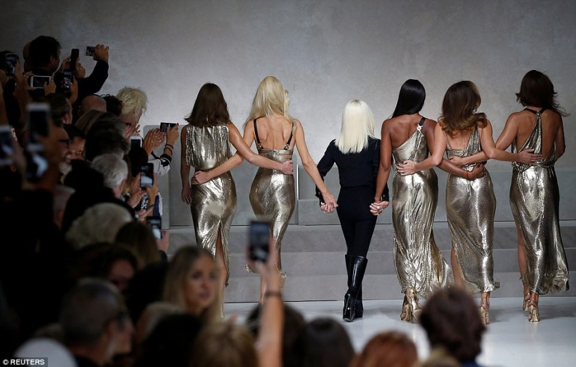 NAOMI CAMPBELL & THE REST OF THE GOLDEN GIRLS ALONG WITH DONATELLA VERSACE WITH THEIR BACKS TURNED ON THE CATWALKI