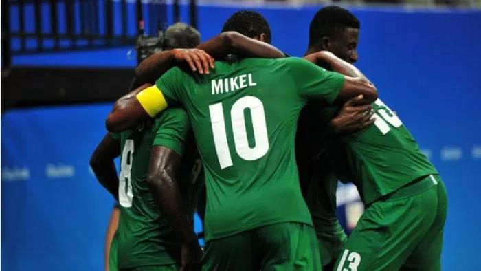NIGERIAN EAGLES HUDDLED TOGETHER