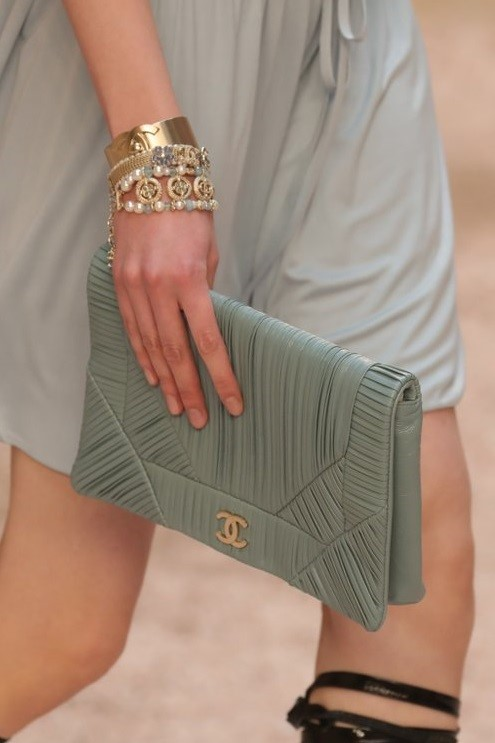 CHANEL 2018 RESORT CRUISE CLUTCH BAG IN LIGHT GREEN