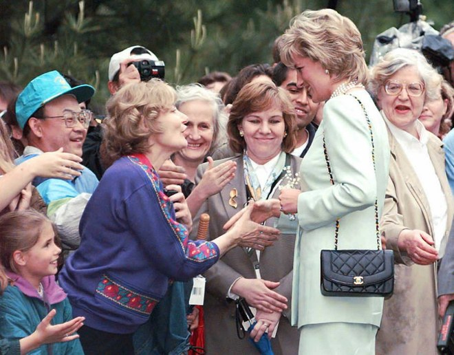 CHANEL PRINCESS DIANA CARRYING A CHANEL SUIT WHILE GREETING ADMIRERS