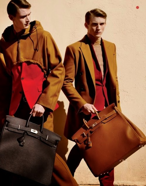 HERMES` MODELS CARRYING MEN`S BIRKIN BAGS