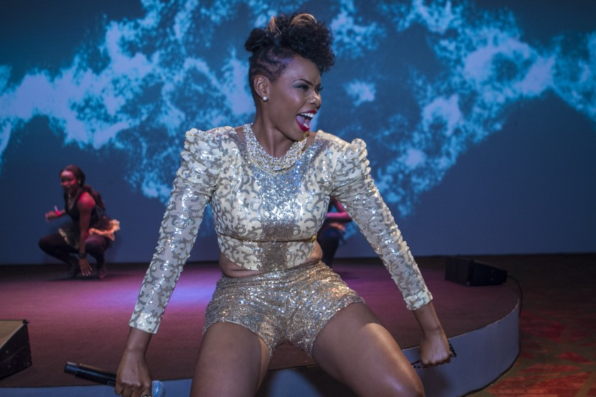 NIGERIAN FEMALE ARTIST YEMI ALADE PERFORMING ON STAGE
