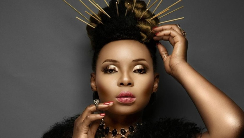 NIGERIAN FEMALE ARTIST YEMI ALADE WITH WOODEN SPIIKES IN HER HAIR