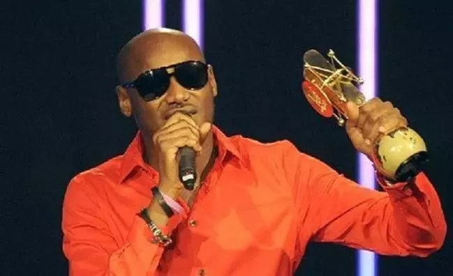 NIGERIAN MALE ARTISTS 2FACE ACCEPTING AN AWARD PHOTO.png