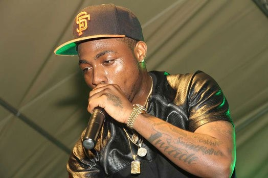 NIGERIAN MALE ARTISTS DAVIDO PERFORMING IN NAIROIpng