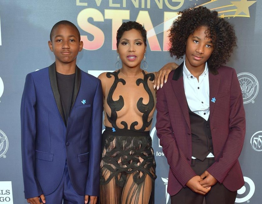 TONI BRAXTON AND HER SONS DENIM,15 AND DEIZEL 14 AT AN AWARD SHOW#2.jpg.png